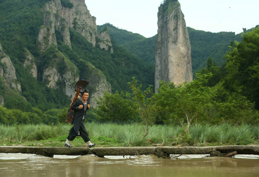 Xiandu Editorial: Monk Comes down the Mountain