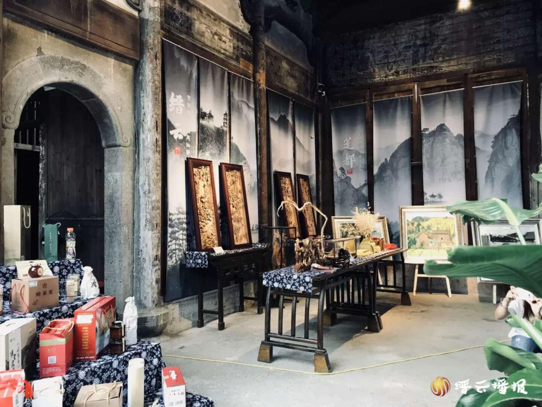 中国仙都·瓯江山水诗之路民俗工艺旅游商品展在缙云县河阳古民居盛大开展。